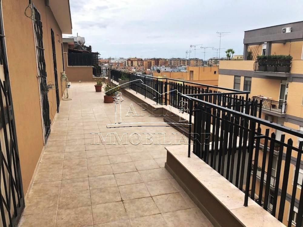 Commenda attico ristrutturato con terrazzo di 80 mq € 160.000